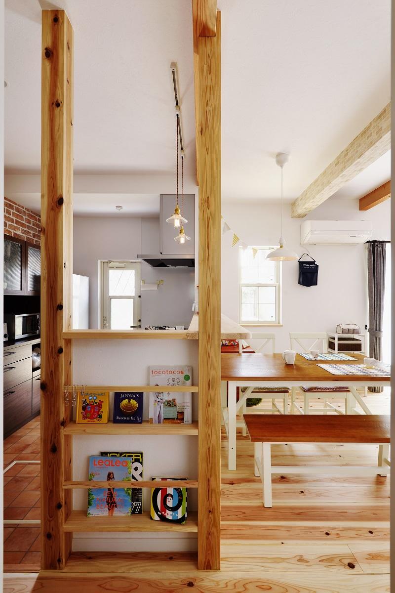 キッチン横に本の飾り棚